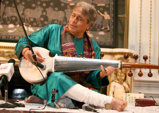 Ustad Amjad Ali Khan     (Photo: Gunjesh Desai)