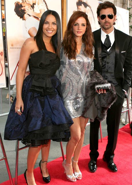 Barbara Mori, Sussanne and Hrithik Roshan at the premiere of 'Kites'