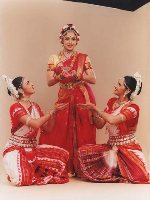 Hema Malini and her daughters Esha and Ahana Deol perform live in New York in Parampara, a concert of Bharatanatyam and Odissi classical Indian dance by SAMAA