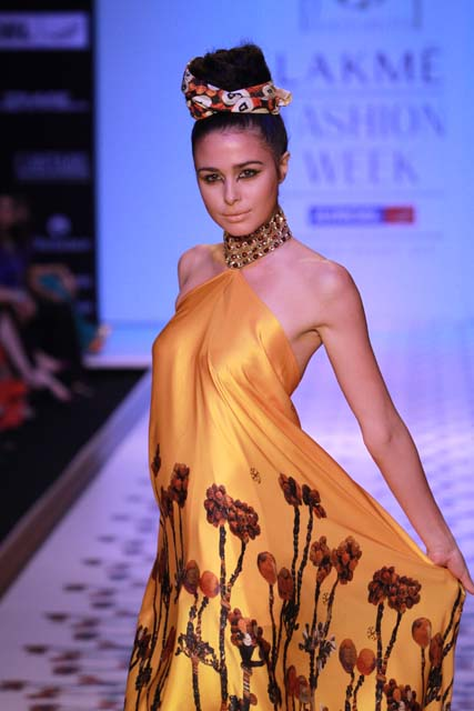Saywe Presents Fashion with Compassion for NY Fashion Week with Ranjana Khan, Pria Kataaria and Amrita Singh
