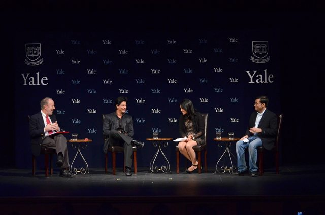 Shah Rukh Khan with Yale master Jeffrey Brenzel and Yale students Sarika Arya and Nihkil Sud.