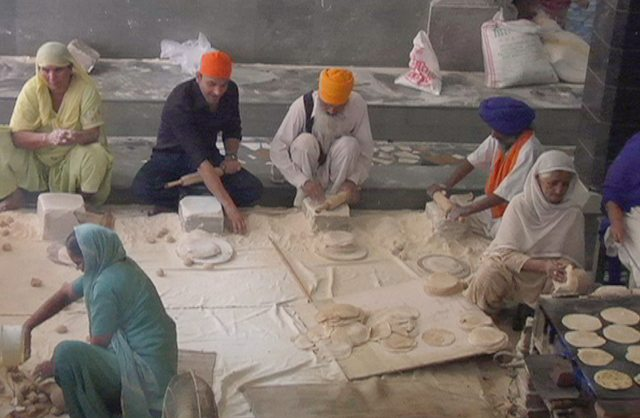 Vikas Khanna prepares langar at the Golden Temple