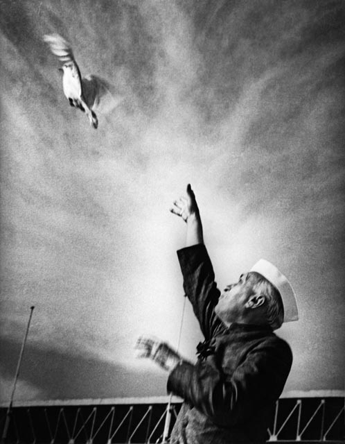 Homai Vyawawalla, Indian (1913 – 2012) Nehru releasing a dove, sign of peace at a public function at the National Stadium in New Delhi; mid 1950's Gelatin Silver Print Alkazi Collection of Photography