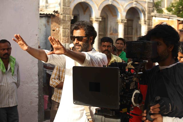 Abhishek Kapoor on the sets of 'Kai Po Che'