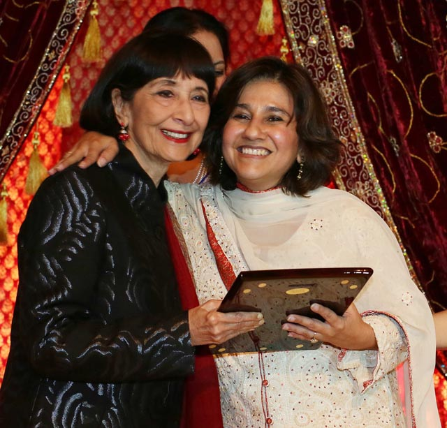 Mallika Dutt of Breakthrough receives the Making a Difference Award from Madhur Jaffrey