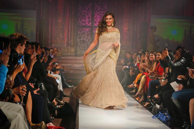 Lisa Ray walks the ramp for Satya Pa