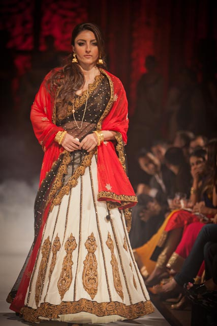 Soha Ali Khan in fashions inspired by the films of Rituparno Ghosh