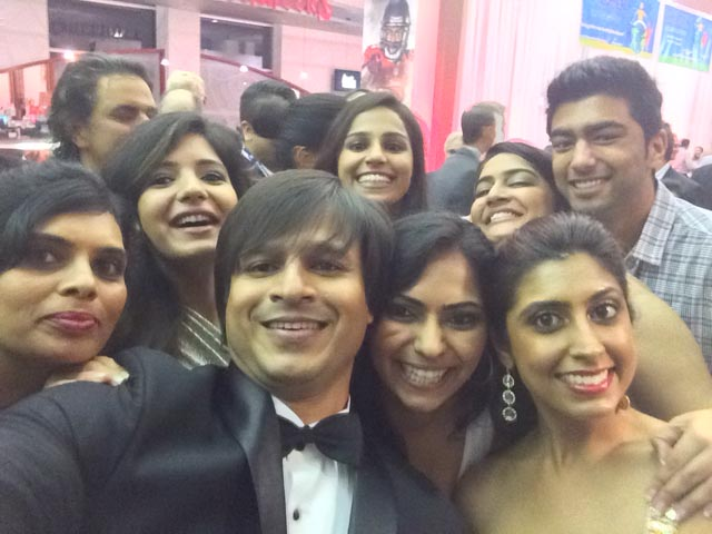 Bollywood fans take a selfie with Vivek Oberoi at IIFA