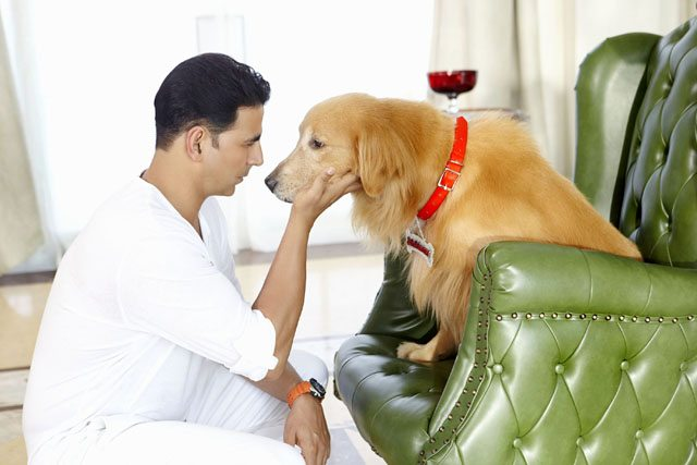 Akshay Kumar and his canine rival for an inheritance in 'Entertainment'