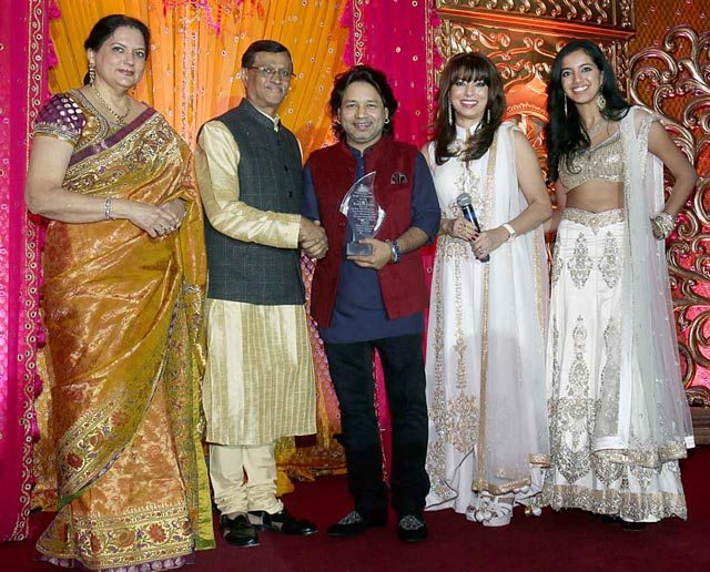 Kailash Kher gets Pride of Kashmir award from Amb. D. Mulay. With Kavita Lund, Poonam & Karishma Khubani