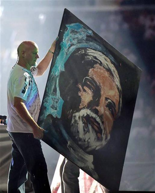 Artist with painting of Modi created at Madison Square Garden