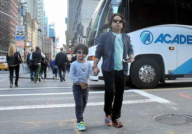 Father and Son in Manhattan - Photo:-Jay Mandal/On Assignment