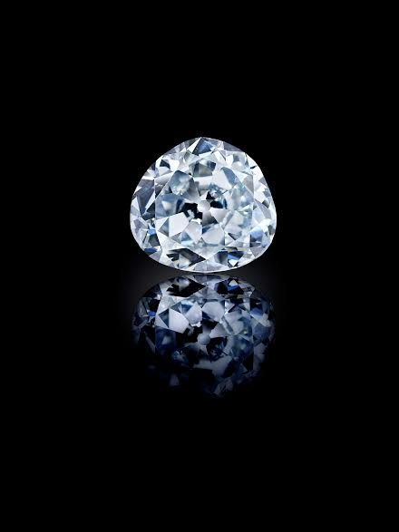Idol's Eye Probably Golconda, early 17th century Antique triangular modified brilliant-cut light blue diamond H. 1 in. (2.6 cm), W. 1⅛ in. (2.8 cm), D. ½ in. (1.3 cm), Wt. 70.21 ct. Al-Thani Collection Image: © Servette Overseas Limited 2014. All rights reserved. (Photograph taken by Prudence Cuming