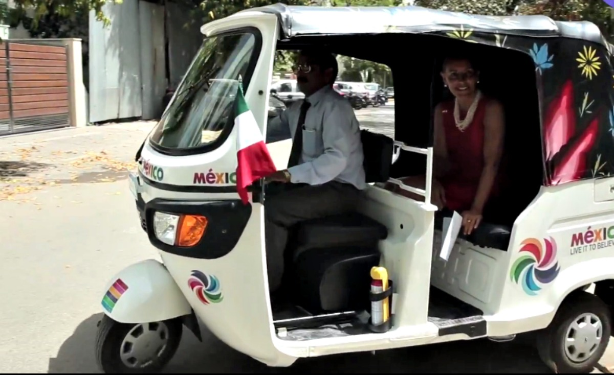 The Mexican Ambassador in her auto-rickshaw in India