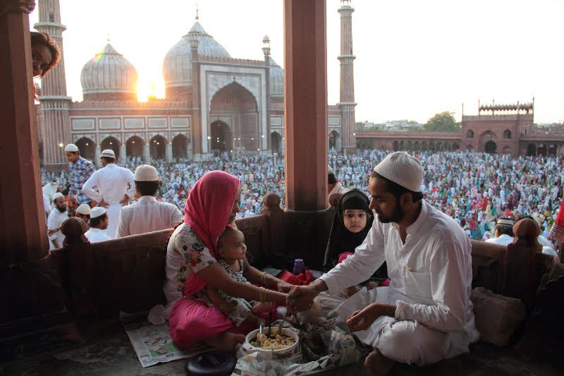 Sharing a meal at Eid