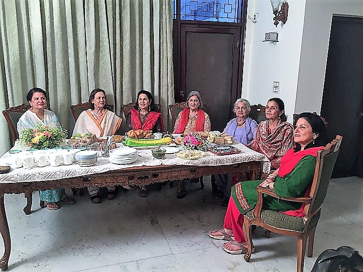 Sarab and her six sisters share memories