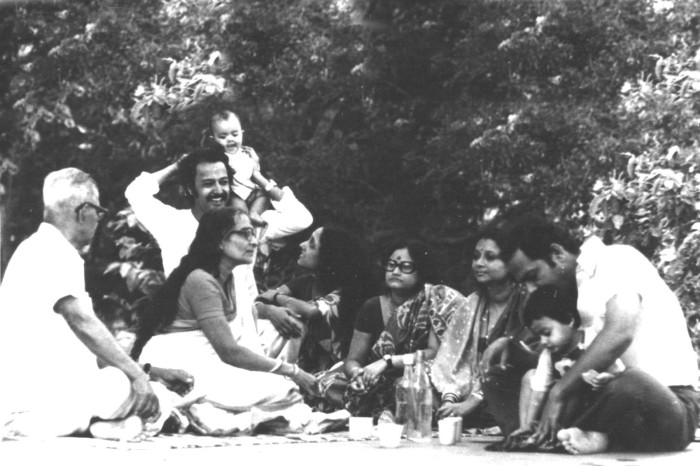 A family picnic in the old days in Bengal